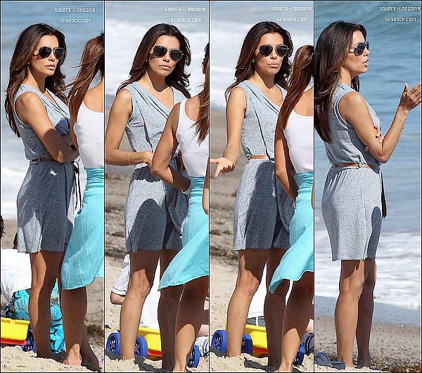 - 15 / 07 / 12 : Eva Longoria et ses amis dont le beau Mario Lopez ont profités du soleil sur une plage à Malibu . -