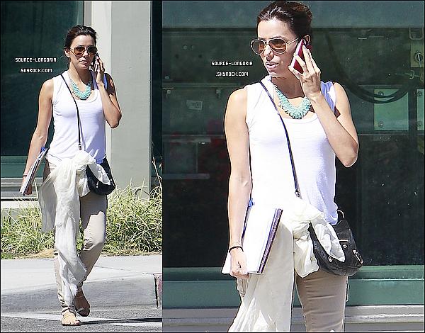 - 17/09 : Eva aperçu sortant de l'universitée de Northridge , puis elle a déjeunée dans un petit restaurant seule. -
