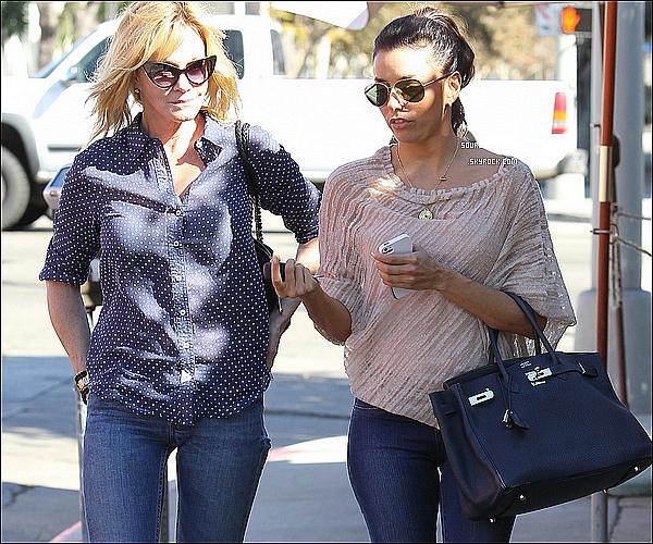 - 23/10 : Eva Longoria à rejoins son amie Melanie Griffith pour allée déjeunée à Los Angeles (Californie) . -