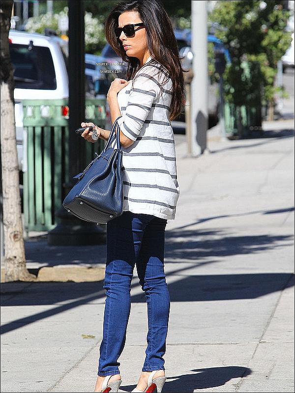 - 25/10 : Eva Longoria aperçu  allant déjeunée à «  Munition » à Los Angeles avec son amie .  -