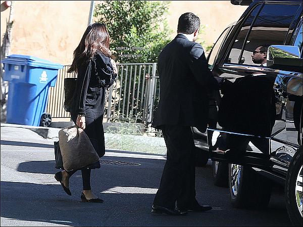 - 26/10 : Au matin , Eva quittant son domicile pour rejoindre sa voiture pour prendre la route vers la Floride . -