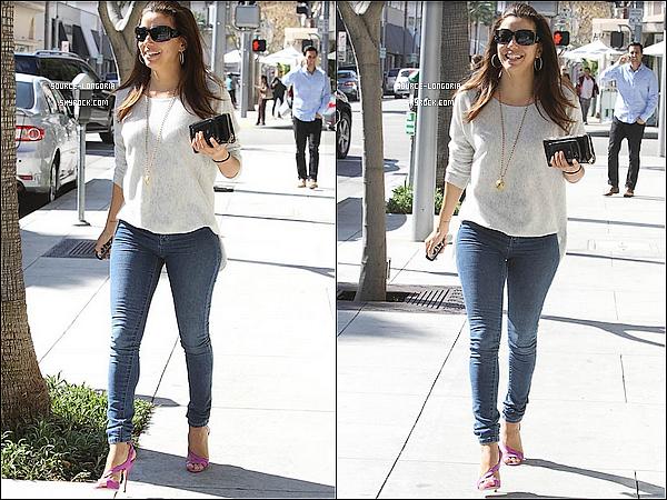 - 14/02/13 : Eva Longoria , photographier dans les rues de Los Angeles Toujours le smile ♥  -