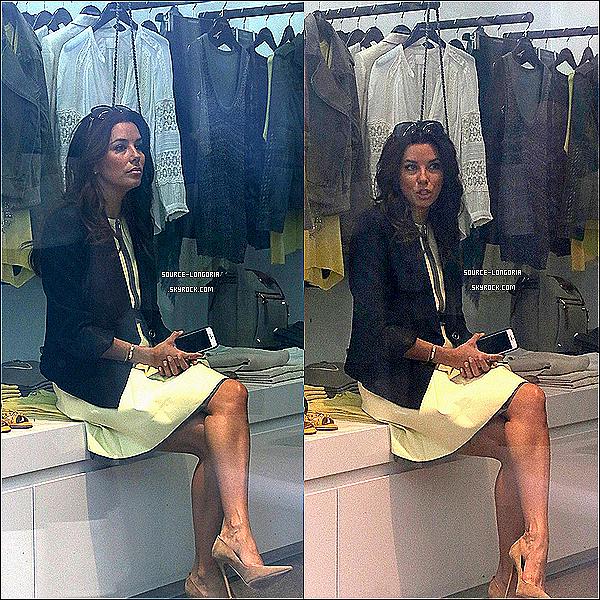 - 19/05/13 : Eva , photographiée dans les rues d'Antibes , elle est allée faire un peu de shopping en  France. -