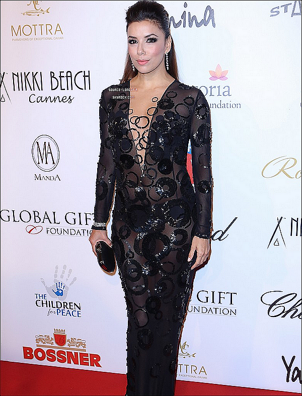 - 19/05/13 : Eva Longoria était à la soirée «  Global Gift Gala »  qui se dérouler à l'hôtel Carlton à Cannes . -