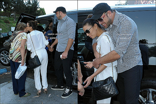 - 22/07/13 : Eva , sa maman et son neveu sont allés dinner au Café Med , accompagnée de son chéri Ernesto.  -