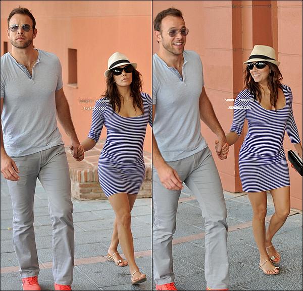 - 31/07/13: Eva accompagnée de son chéri et de ses amis sont allés se promener dans Marbella. -