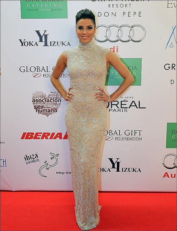 """- 05/08/13: Eva Longoria plus ravissante que jamais était présente au dîner de gala du """"Global Gift Gala"""" à Marbella . -"""