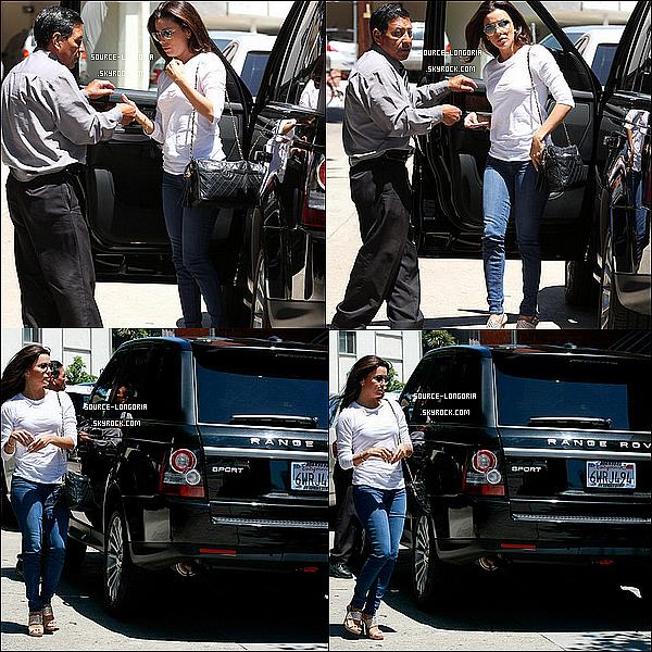 - 08/08/13: Eva Longoria à était vu dans les rues de Brentwood , pour aller déjeuner avec ses amis .  -