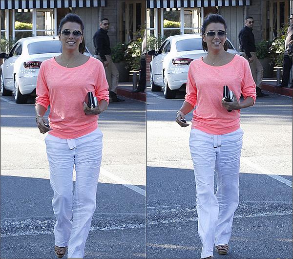 - 09/08/13 : Eva et son grand ami Ken Paves , sont allés déjeuner au Le Chine Wok dans Los Angeles -