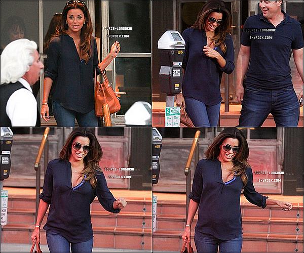 - 13/09/13 : Eva dans les rues de Los Angeles , avant d'aller se rendre au salon de coiffure Ken Paves de son amie . -