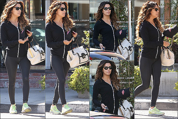 - 01/11/13 : Eva Longoria en tenue sportive sortant du salon de coiffure de son ami Ken Paves à Los Angeles.  -