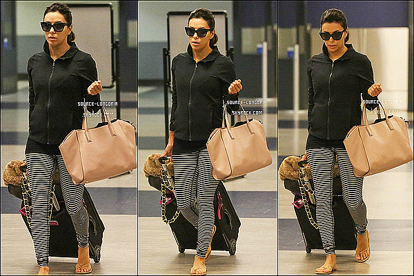- 27/10/14 : Eva Longoria de retour à Los Angeles, elle a était photographiée à l'aéroport de Lax .  -