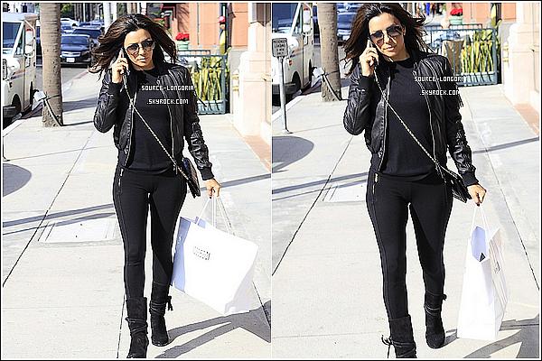 - 19/12/14 : La Belle Eva Longoria est allée faire les magasins dans Los Angeles. -