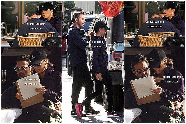 - 29/12/14:  Eva Longoria et son chéri sont allés déjeuner dans un restaurant à Mexico. -