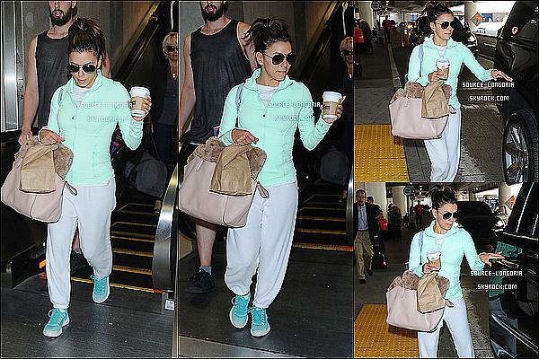 - 08/04/15 : Eva photographiée arrivant à l'aéroport de LAX de retour à L.A après sont court voyage à Miami. -