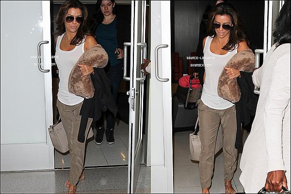 - 07/05/15: Eva Longoria arrivant à l'aéroport de Lax à Los Angeles. -