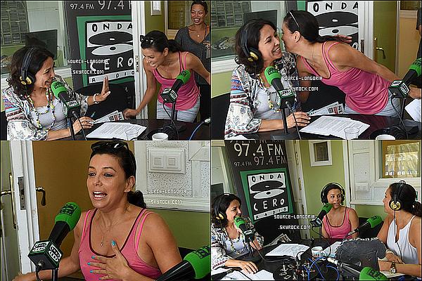 - 04/07/2015: Eva accompagnée de ses meilleures copines se sont rendues à la radio «OndaCero» à Marbella. -
