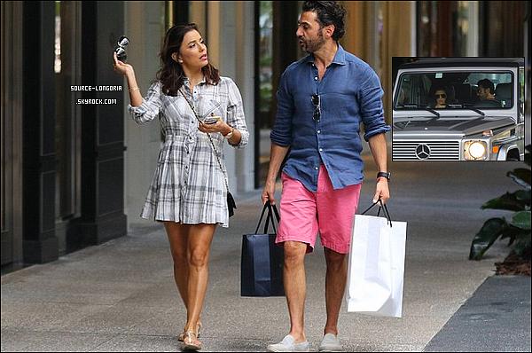 - 25/11/2015: Eva longoria et son compagnon José Baston dans les rues de Miami pour y faire du shopping . -