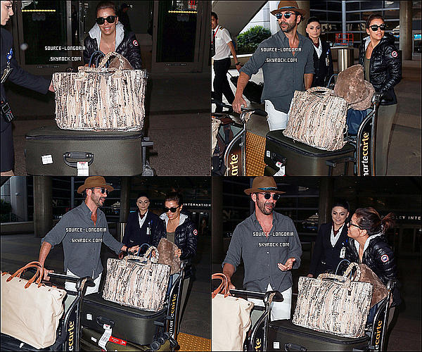 - 24/12/2015: Eva et José ont étaient photographiée arrivant à l'aéroport de Lax après leur voyage. -