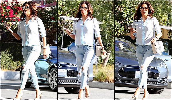 - 09/02/2016: La belle Eva est allée déjeuner au restaurant  «trendy» qui se situe à Los Feliz  dans Los Angeles.C'est une tenue simple mais très jolie et classe, j'aime beaucoup son chemisier et ses chaussures elle est top et toi  ton avis?   -