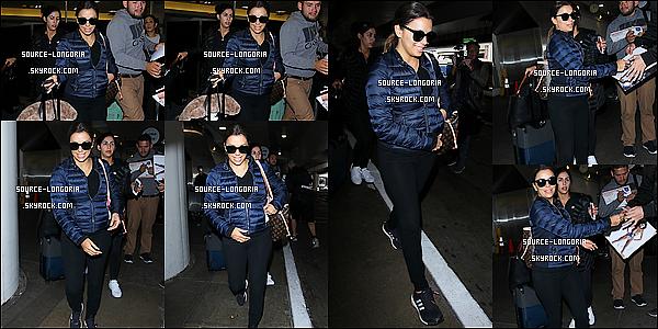 - 09/04/2016: Eva Longoria en mode sportive à été vue arrivant à l'aéroport de Lax à Los Angeles.  -