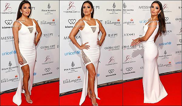 - 09/05/2016: La belle Eva Longoria était présente à son gala «Global Gift Gala» dans notre capitale Paris. Elle était magnifique, c'est compliquer de ne pas dire qu'elle n'est pas magnifique, sublime dans cette robe blanche très élégante!   -