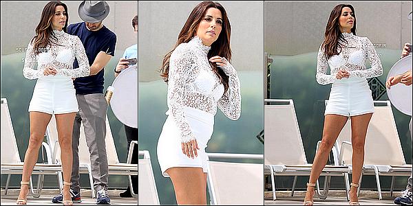 - 11/05/2016: Eva Longoria à été vue sur la terrasse et piscine de l'hôtel Martinez pour un photoshoot à Cannes.J'adore les photos, je la trouve magnifique, la combi short lui va vraiment bien surtout le blanc et j'aime  les trois photos   -