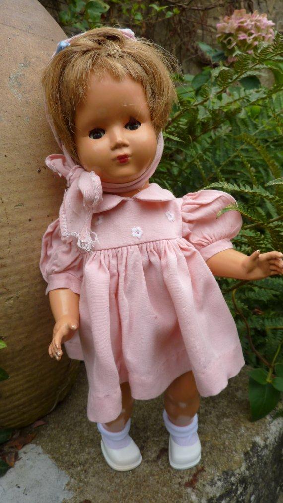 """ROSELYNE Petite Fille de France avec la tenue """"Jour de Pâques"""""""