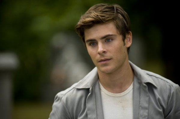 ZAC NOMINAI AUX MTV MOVIE AWARD 2011 DANS LA CATEGORIE BEST MALE PERFORMANCE POUR SON ROLE DANS  CHARLIE ST CLOUND