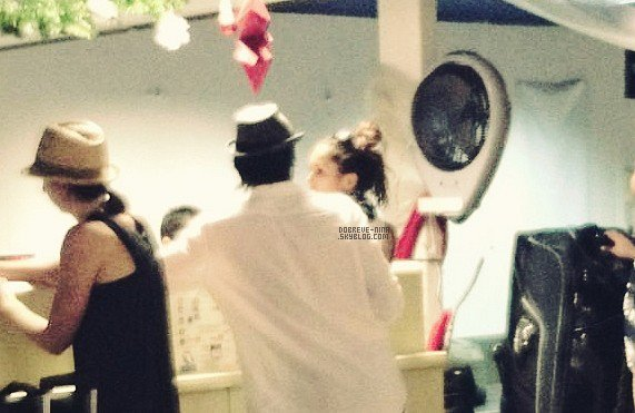 . 01 Janv. 2012 ♣ Nina & Ian, étaient à Bora Bora pour fêter le Nouvel An ensemble! (1seule photo :S)  .