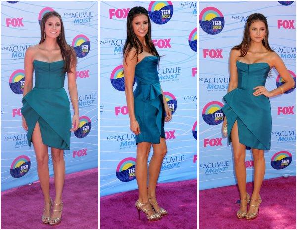 Le 22 Juillet 2012, Candice et Nina était présente au Teen Choice Awards.
