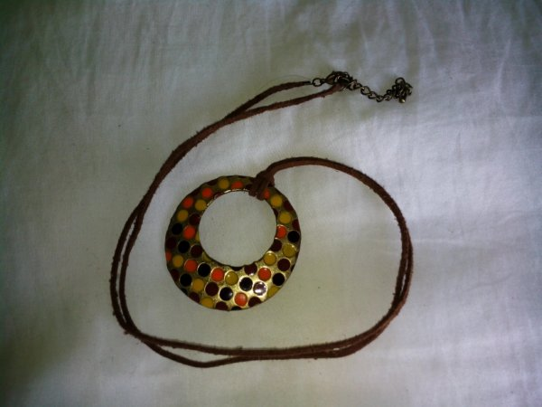 Très joli collier, style ethnique