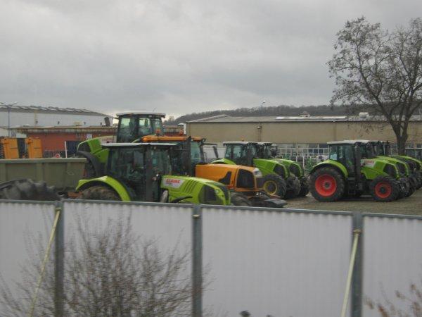 quelques photos du parc de l'usine pour les amoureux des CLAAS