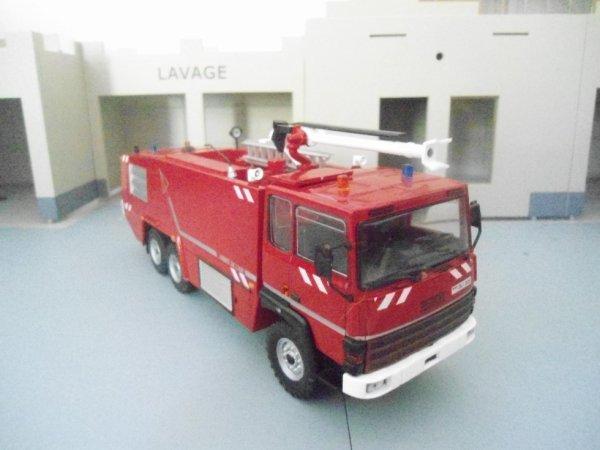 vehicule mousse aéronautique sides VMA 72 AA 6X6 VIGP 440 E AU 1/43.