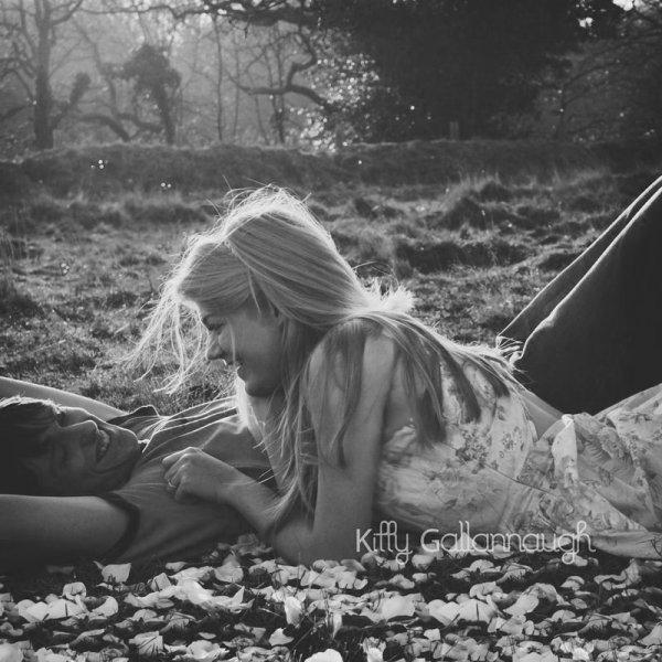 L'amour c'est cela : faire croire à la personne qu'on désire le plus au monde qu'elle nous laisse de marbre. L'amour consiste à jouer la comédie de l'indifférence, à cacher ses battements de coeur, à dire l'inverse de ce que l'on ressent.