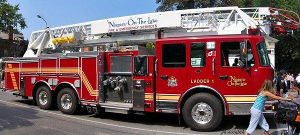 camion pompier canadien photo29bzh. Black Bedroom Furniture Sets. Home Design Ideas