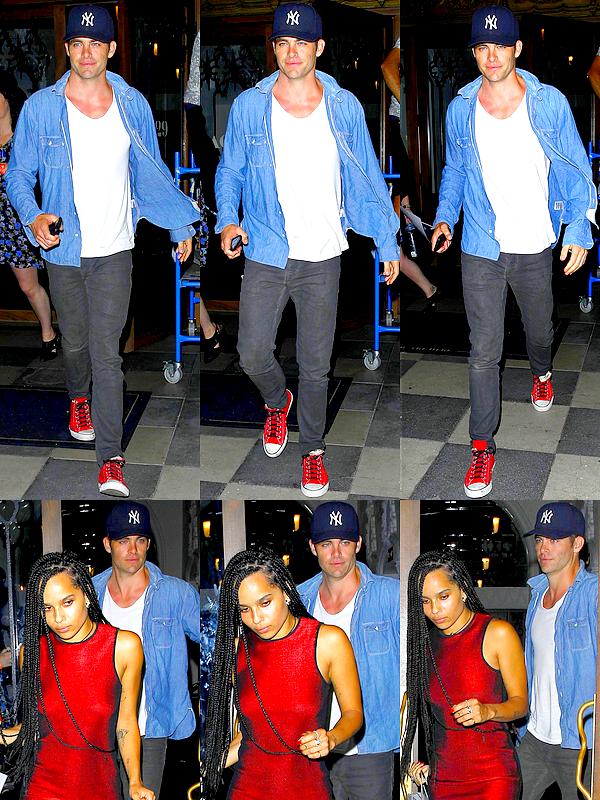 17/09 : Chris a été aperçu alors qu'il sortait du Ace Hotel avec Zoë Kravitz, à Los Angeles Les deux jeunes gens se rendaient à un concert privé du groupe Coldplay, présenté par CBS Radio and Beats Music.