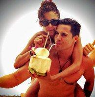 Nina Dobrev : elle flirte avec un beau gosse en Thaïlande !