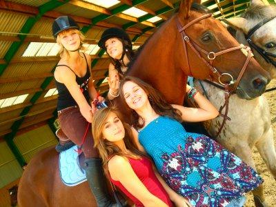 Monter a cheval c'est etre en Terre et Ciel a une hauteur qui n'existe pas et qui permet de toucher le bonheur du bout des doigts