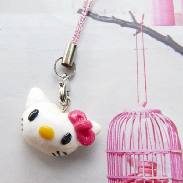Bijou de portable rose Hello Kitty