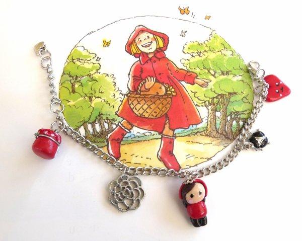 Bracelet breloques petit chaperon rouge