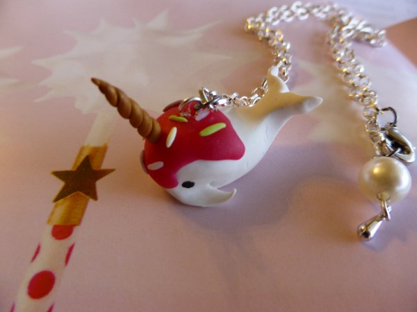 Collier unicorn whale
