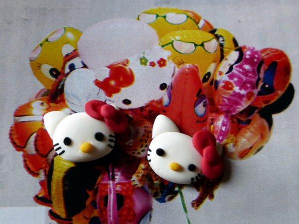 Boucles d'oreilles puces Hello Kitty