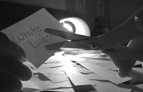 - Découvrez de nouvelles photos des White Lies lors du Bum Bum Festival. -