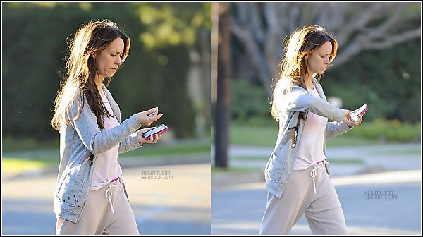 . 10.01.12 -  Jennifer a été photographié dans les rues de Los Angeles.la tenue, euh..comment dire , pas super super, beuurk !  .
