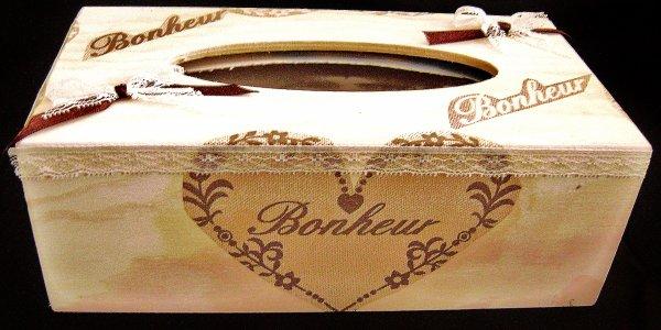 Une belle boite à mouchoir....