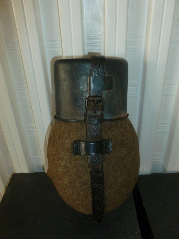 Gourde allemande datée 1943 sur le quart aucune inscription sur le bidon en alu ni sur le bouchon c est normal?