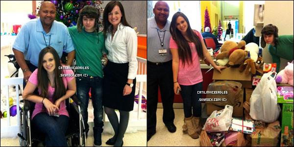 21.12.11 :   Caitlin & son petit frère Christian ce sont rendus a un hôpital pour distribués des cadeaux de noël aux enfants malades.