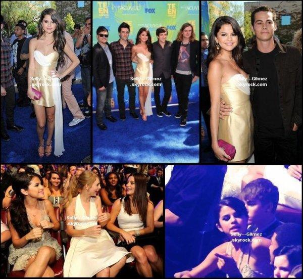 Selena et Dylan O'Brien discutant de la série Teen Wolf. ( Pas de son )+ nouvelles photos des TCA
