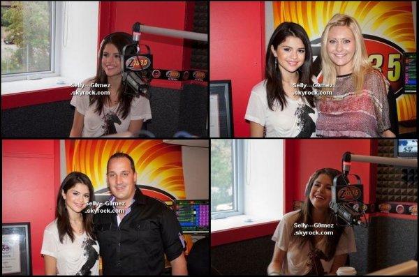 Selena est passé à la radio Z 103.5.